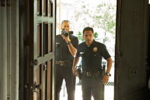 "Michael Peña y Jake Gyllenhaalen en ""End of Watch"""